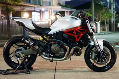 Ducati Monster 821 Pearl white 2016  with SC Project exhaust!
