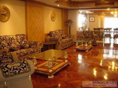 Arunroj Tower Sukhumvit 20 Very Spacious 4 Bedroom Unit Special Price