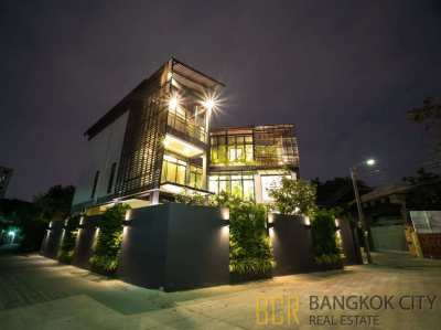 3 Storey Ultra Luxury House with Private Pool in Sukhumvit 71 FireSale
