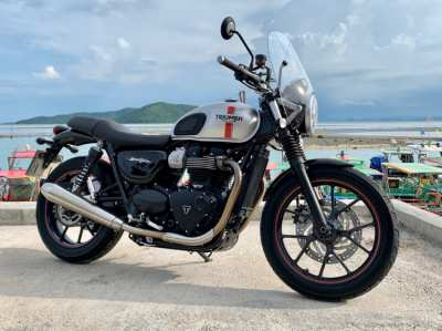 Street Twin as New Condition 3,500 Km with Triumph Screen