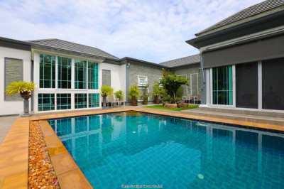 Modern Pool Villa on the golf course