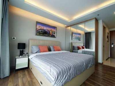 Studio for rent in the Peak Tower on Pratumnak
