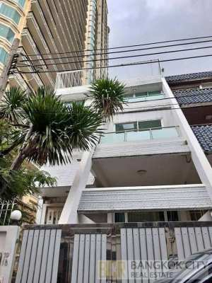 Spacious 5 Bedroom Townhome/Home Office in Sukhumvit 31 for Rent
