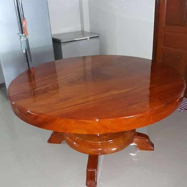 Solid wood round table sold for 78,000