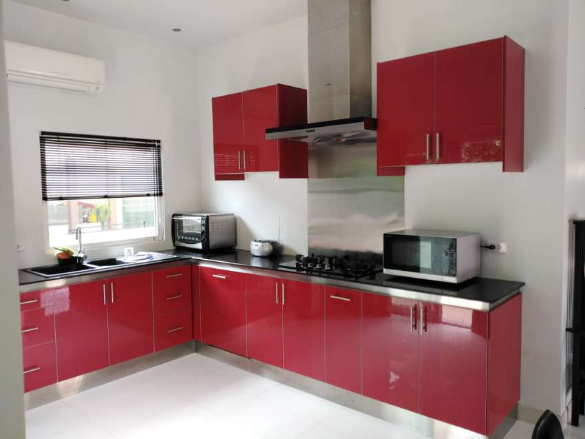 LOVELY clean MODERN 3 bedroom House , very SPACIOUS inside,East