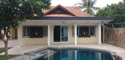 POOL VILLA AT THE END OF A NO THROUGH SOI CLOSE TO THE LAKE AND ALL FA