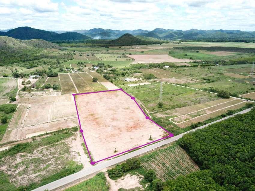 Land 14 rai for sale in Hua hin - Nongphai