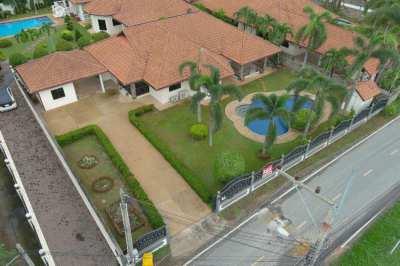 Beautiful Pool villa for sale in Pattaya