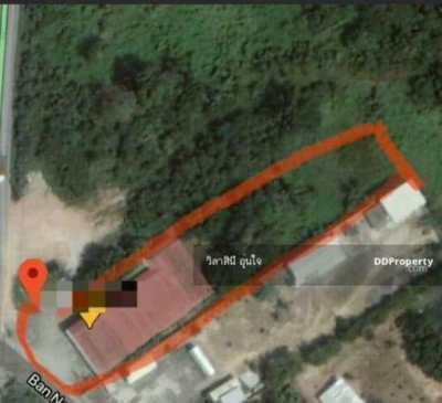 Land for Sale with shophouse at Chonburi. Good location near Motorway