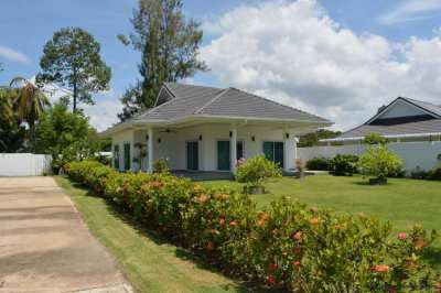 Very attractive 2 bedroom house with large garden (724 sqm)