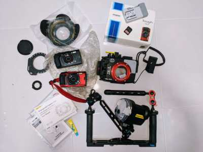 Excellent (never used) underwater camera kit with housing and strobe