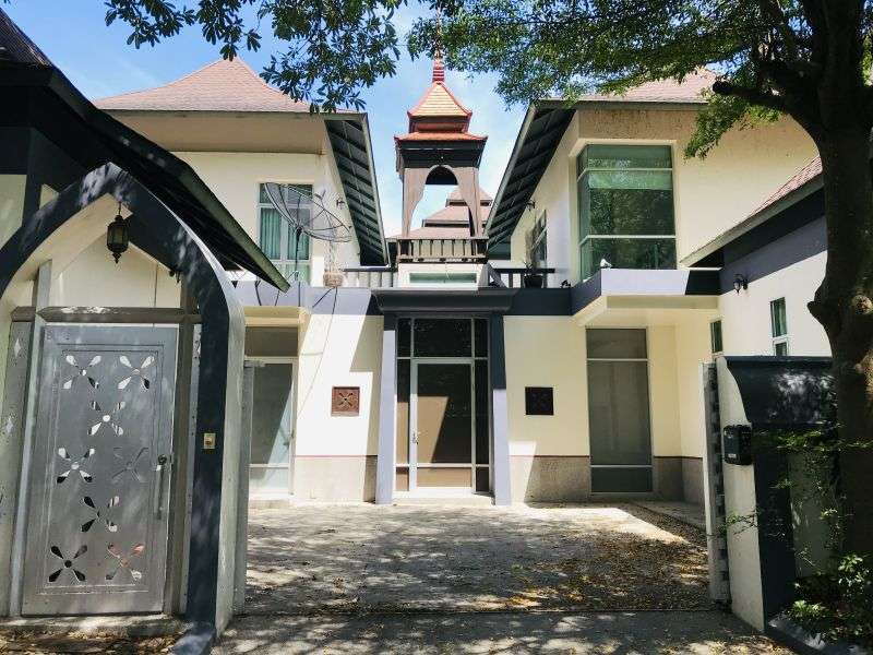Large 2 Story Villa for Sale Offers welcome