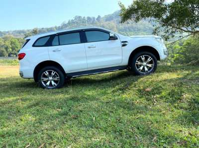 Ford Everest (excellent condition)