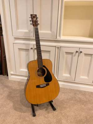 Yamaha FG402 guitar