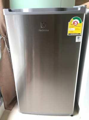 ขายตู้เย็น Elextrolux รุ่น EUM0900SA จุ 85 ลิตร 3,290 บาท จาก 5,490บาท