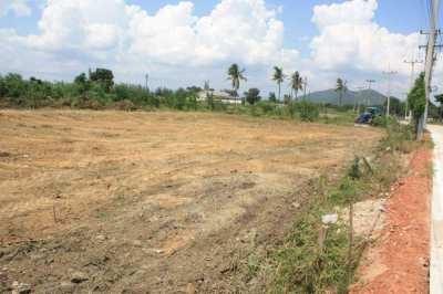 Ao Noi Village open for sale. Custom build villa - near beach and golf