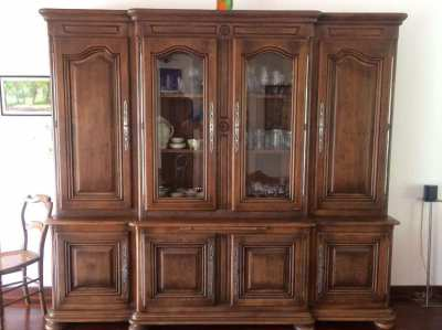 Massive antik oak buffet-cabinet