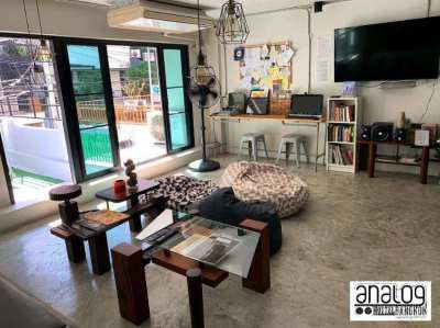 5 Story Double Shophouse in PhromPhong, 5 min from BTS - Analog Hostel