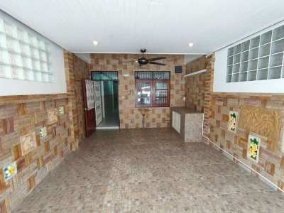 Hot!  Furnished 2 BR 2 Bath Townhome Town Center Only 1.5 km to Beach