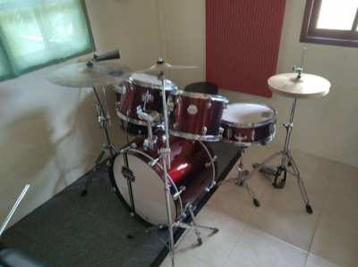 Acoustic drums (MAPEX) for sale. Full set.