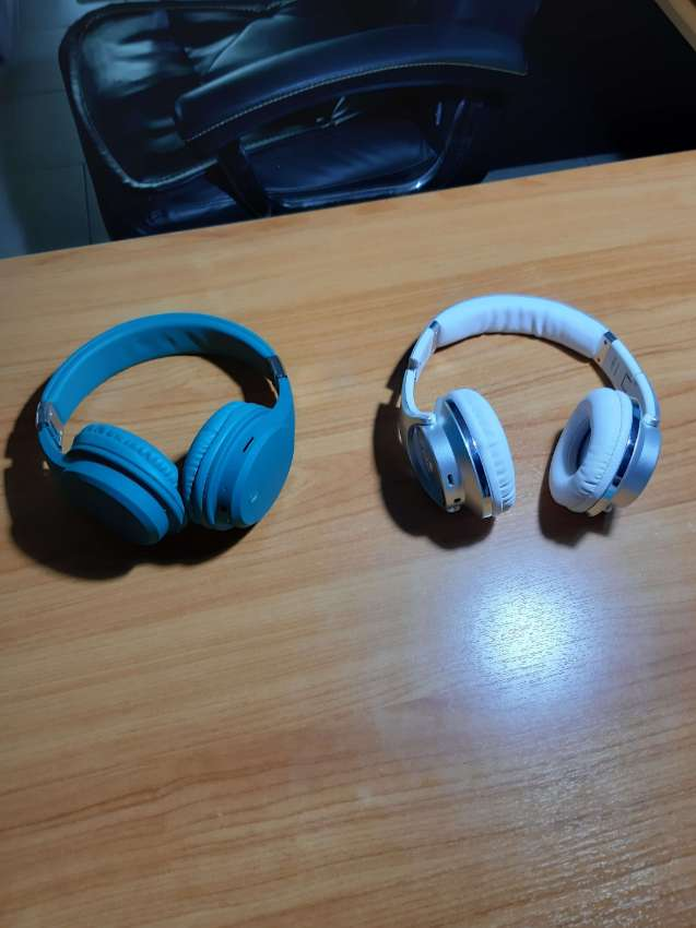 Price reduced    500 baht for  2 blue tooth headsets