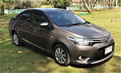 2013 TOYOTA VIOS SE.  SUPER LOW Km