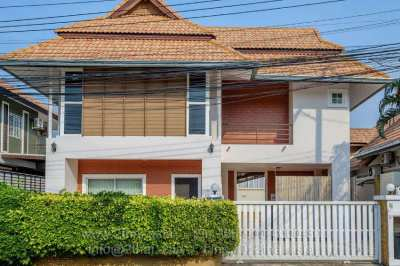 2 storeys 4 bedroom house on Thepprasit