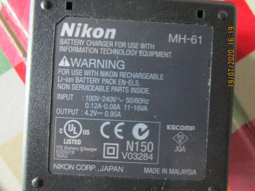 nikon mh-61 genuine Charger used.