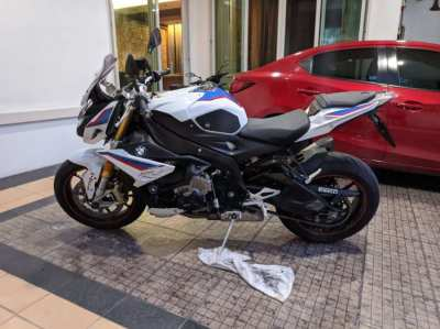 For Sale by owner : BMW S1000R 2018 Tricolor, Updated Euro 4 model.