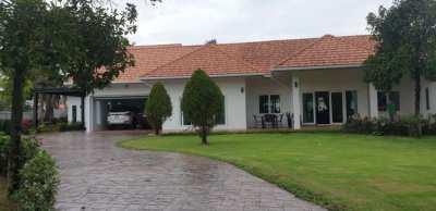 Huay Yai.  Refurbished Pool Villa on 2.5 rai