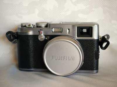 Fuji Fujifilm X100 Digital Camera in Box