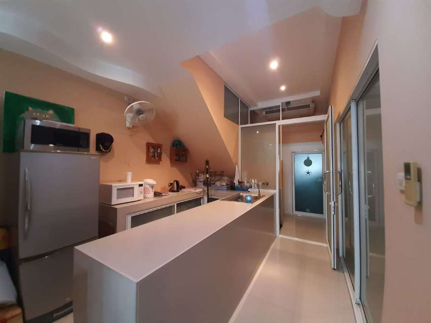 3 Story Jomtien Beachfront Townhome Rental: Reduced to 30,000 THB P/M