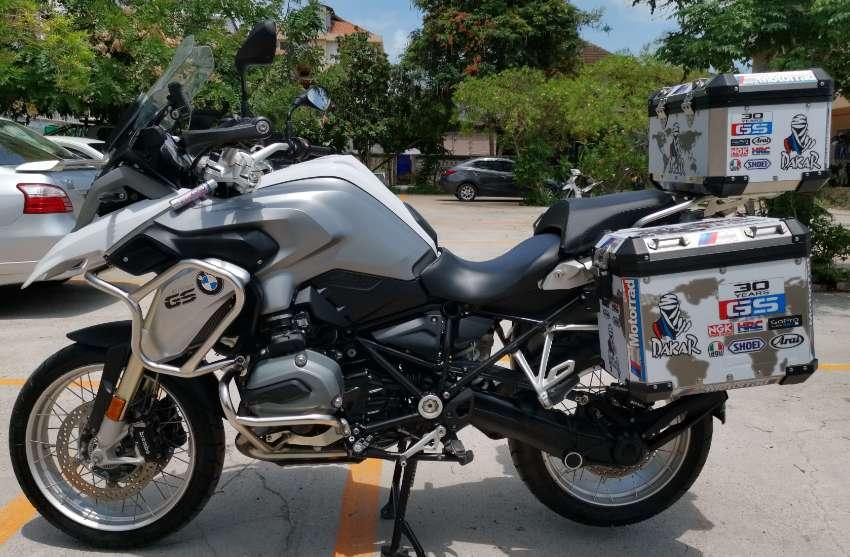 BMW R1200GS       LIKE NEW   9,700 km 550,000 Keyless Start