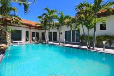 Villa with beach access in Pattaya
