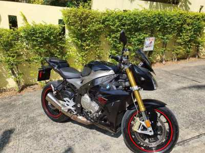 BMW S1000R 2018. Low mileage 75xx. For SALE by owner.