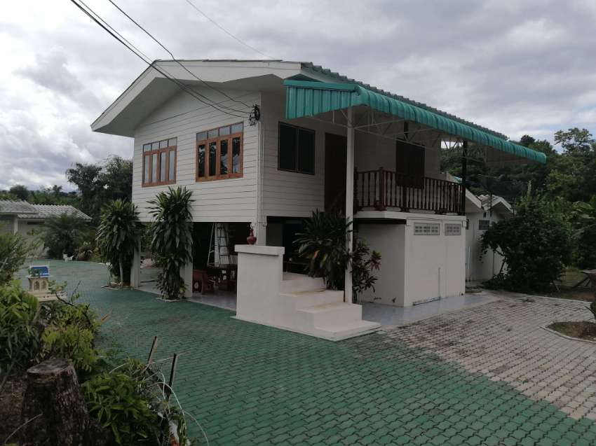 2 beautiful ready to live house  connected toghether+1 big garage...