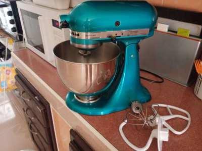 Kitchenaid Artisan mixer 5 quart capacity. As new