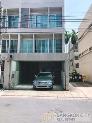 Noble Cube Pattanakarn 3 Storey 3 Bedroom Townhome for Sale