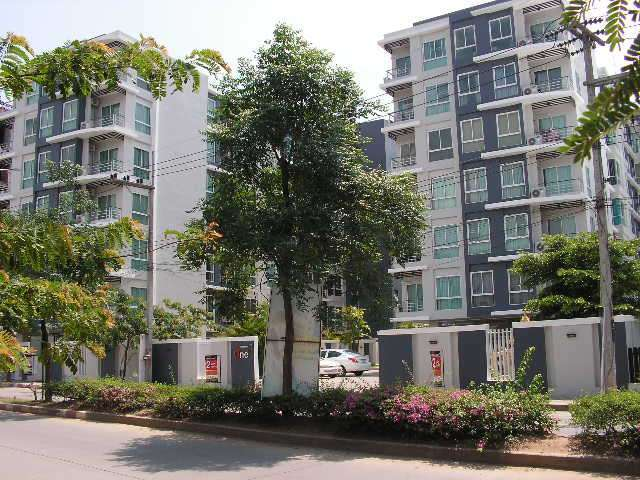 Neat and fully furnished 1 bedroom condo for sale in Chiang Mai.