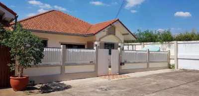 2 Bed/1Bath house with Jacuzzi close to Bang Saray beach