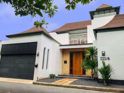 Modern 2 Story 4 bed/5bath Tropical Villa for Sale @Jomtien Beach
