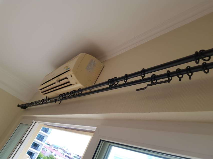 2 sets of curtain rods, 4 meters long, including all the accessories