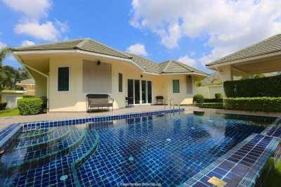Modern Pool Villa close to Regents school