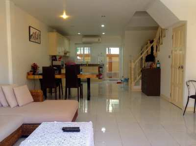 Beautiful Townhome 2 Storey For Sale in Pratumnak