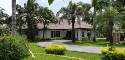 LARGE 5 BEDROOMED VILLA WITH LARGE SWIMMING POOL ON ALMOST 2 RAI