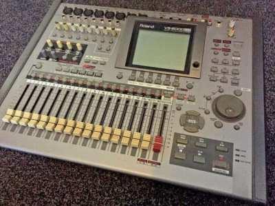 Roland VS2000CD Digital 20 Track Recorder