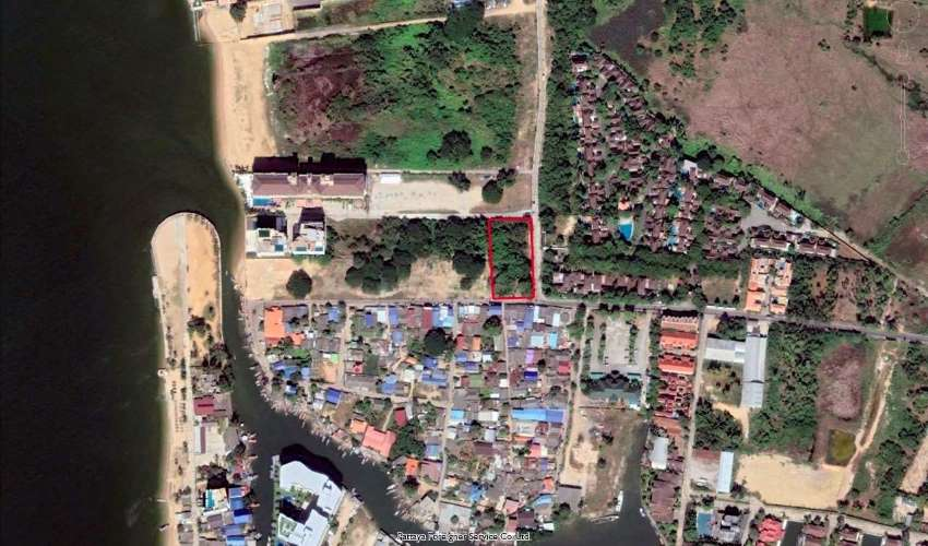 Land in Na Jomtien close to the sea