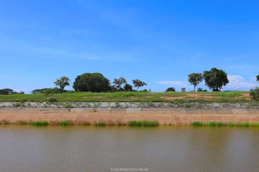 Lakeside land in Phoenix Golf