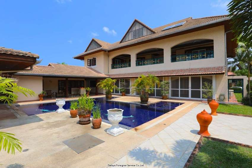 Wonderful Pool Villa with lots of space