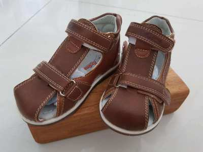 Leather child sandals